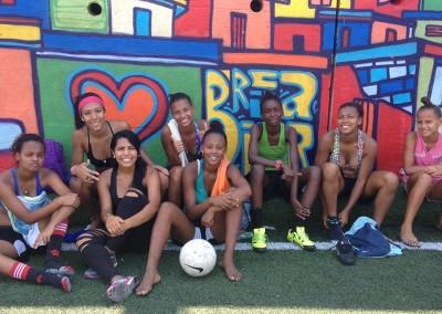 favela-girls-soccer (3)-min