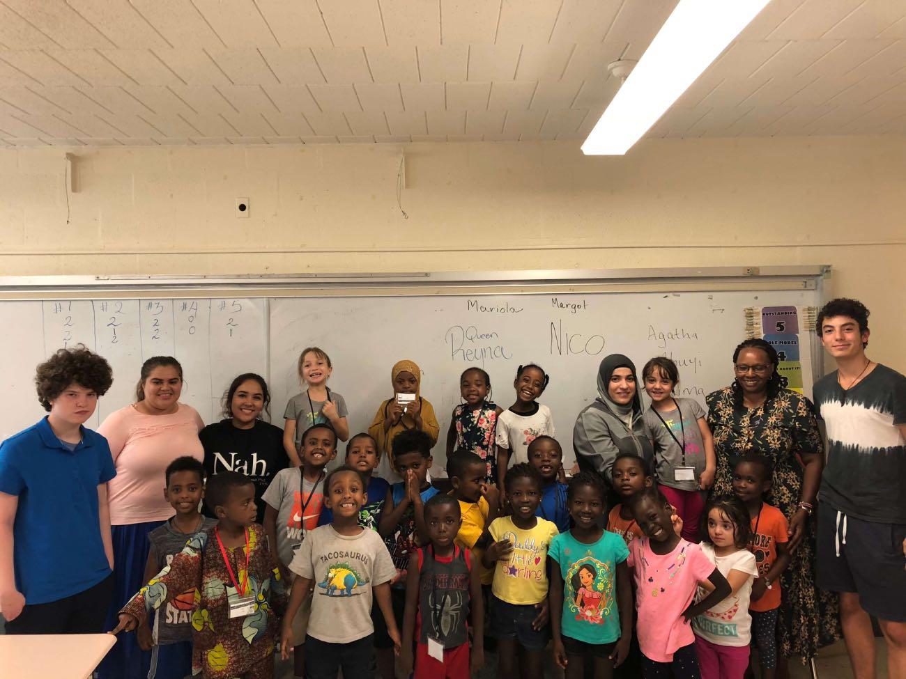 Nico con jóvenes refugiados del Refugee Youth Project en Baltimore.